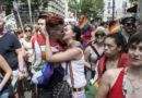Les cadeaux de la préfecture aux homophobes.